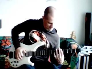 Офигительная игра на бас гитаре